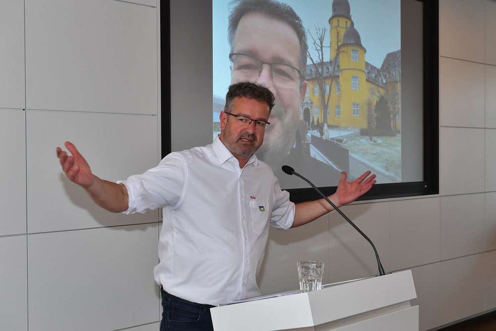 Manuel Andrack, Autor - Moderator - Wanderer